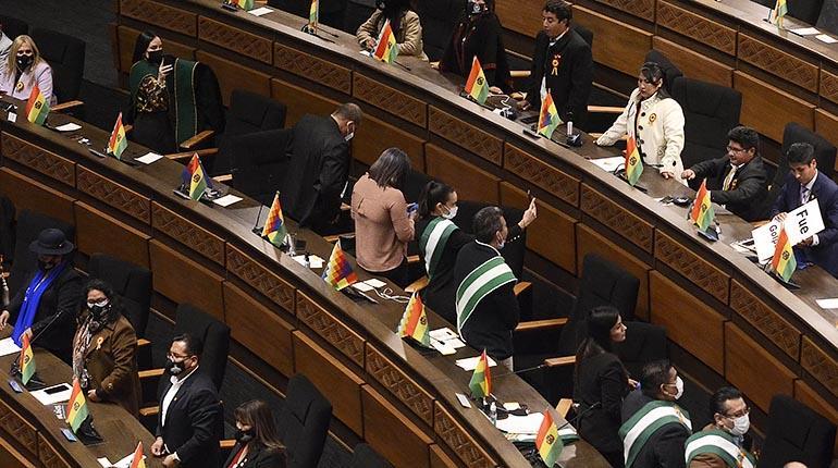 Bochornosa sesión generó una ola de críticas contra legisladores