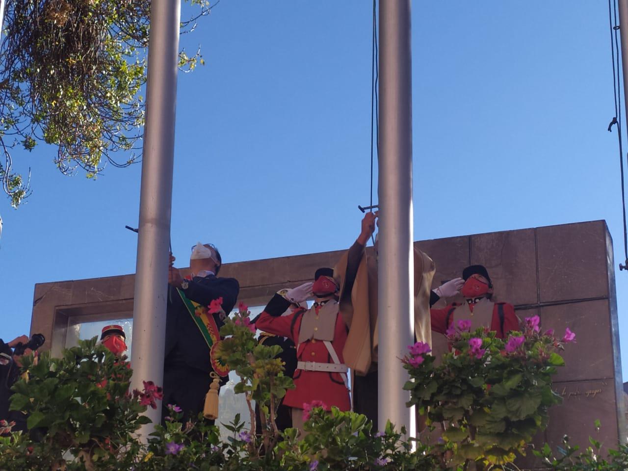 Arce y Choquehuanca participan en el homenaje por el 196 aniversario de la independencia de Bolivia