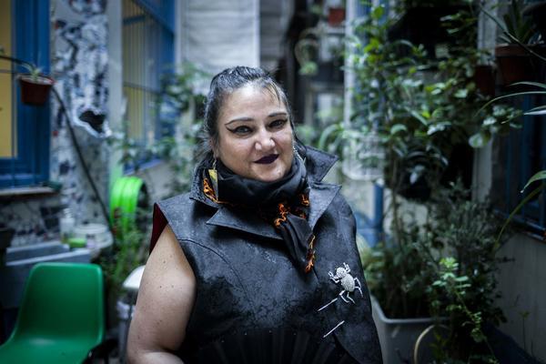 "Concejo Municipal de Potosí declara ""persona no grata"" a María Galindo por pintar grafitis en edificios patrimoniales"