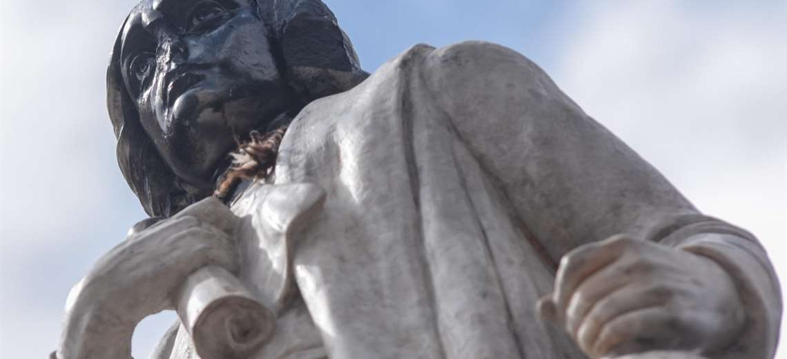 Arrestan a 10 personas por daños a monumento de Cristóbal Colón