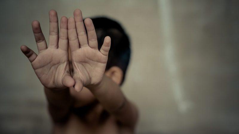 Detienen a niñera por presuntas agresiones a menor de dos años