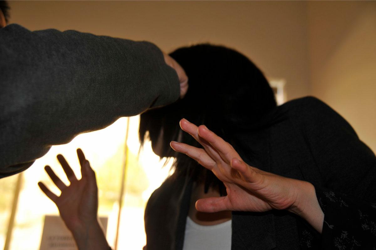 Siete sujetos violan a una mujer de 24 años, ella lo confiesa antes de fallecer