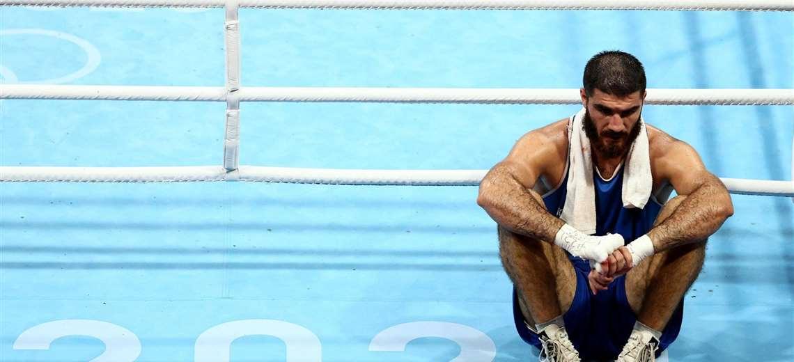 """Boxeador francés se sienta en el ring olímpico para protestar contra una """"injusticia"""""""