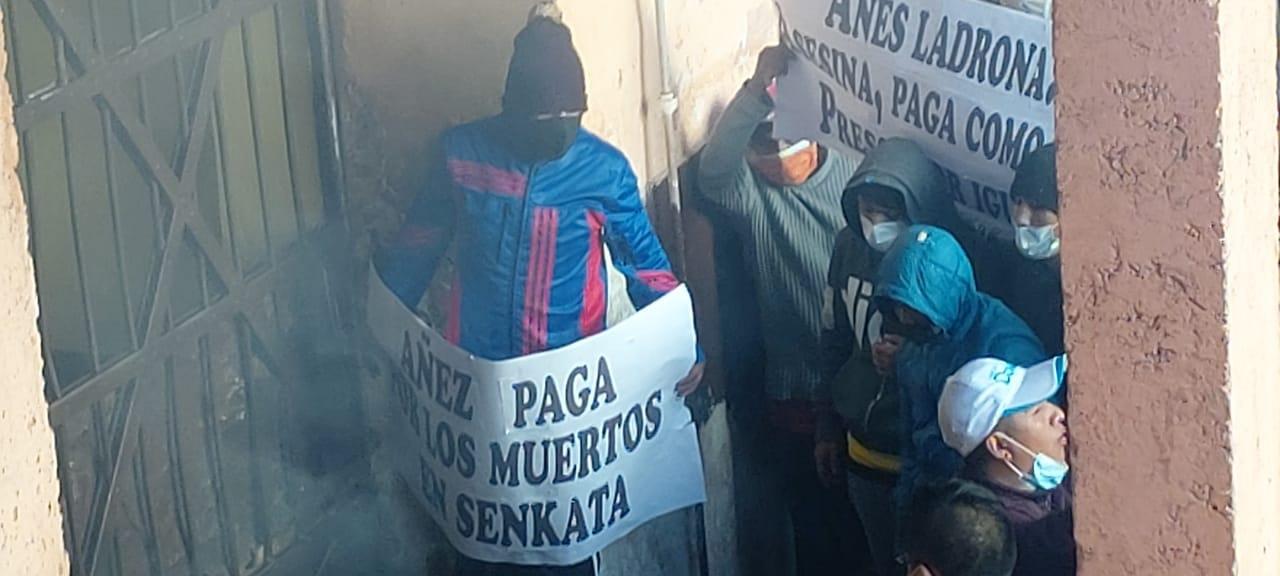 Protestas en la cárcel de San Pedro en contra del trato que recibe Jeanine Áñez