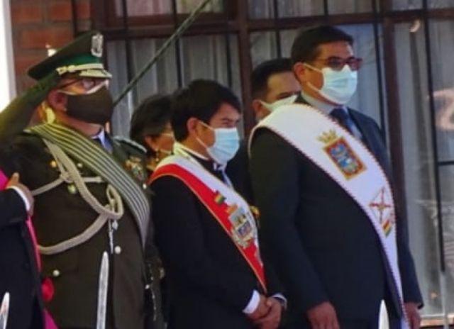 Gobernador de Chuquisaca abandonó la Parada Militar después de que lo llamaron Esteban Urquizo