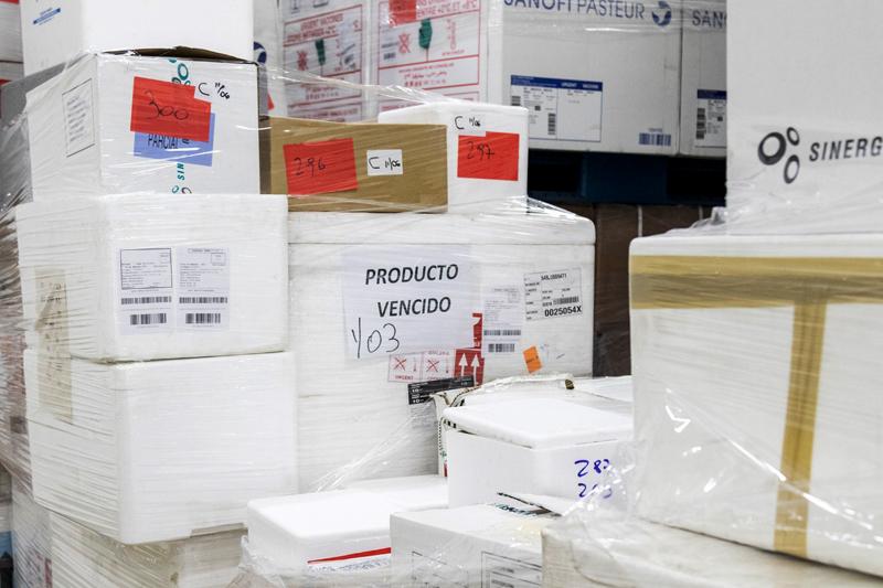 Estados Unidos desecha cientos de miles de dosis anticovid