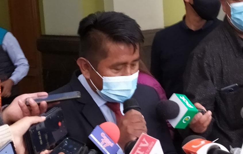 Subalcalde de Max Paredes renuncia para defenderse por las denuncias en su contra