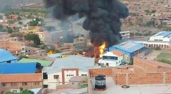 FELCC y Bomberos investigan las causas de la explosión en Camargo que dejó 14 personas heridas