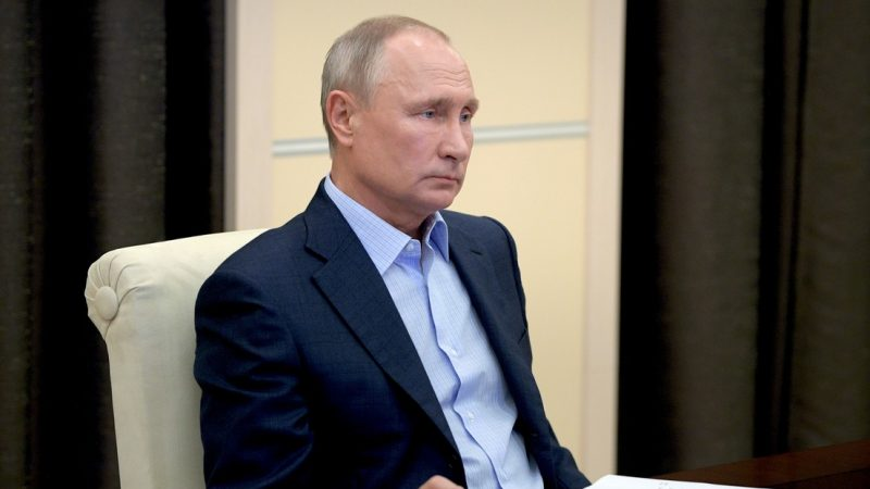 Putin se pone en cuarentena por los contagios de COVID-19 en su círculo cercano
