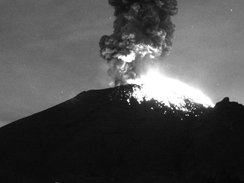 Activan alerta amarilla en México por una explosión en el volcán Popocatépetl