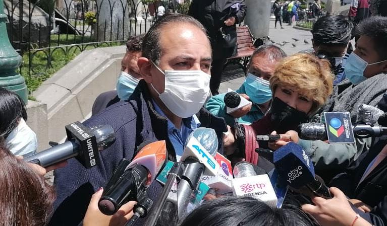 """Dockweiler aclara que la denuncia contra Arias debía ser por """"persecución política"""" en lugar de discriminación"""