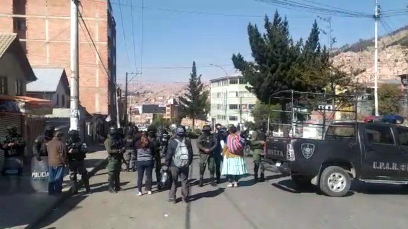 Policía aclara que los efectivos de su institución no están resguardando Adepcoca para la entrega de la nueva dirigencia