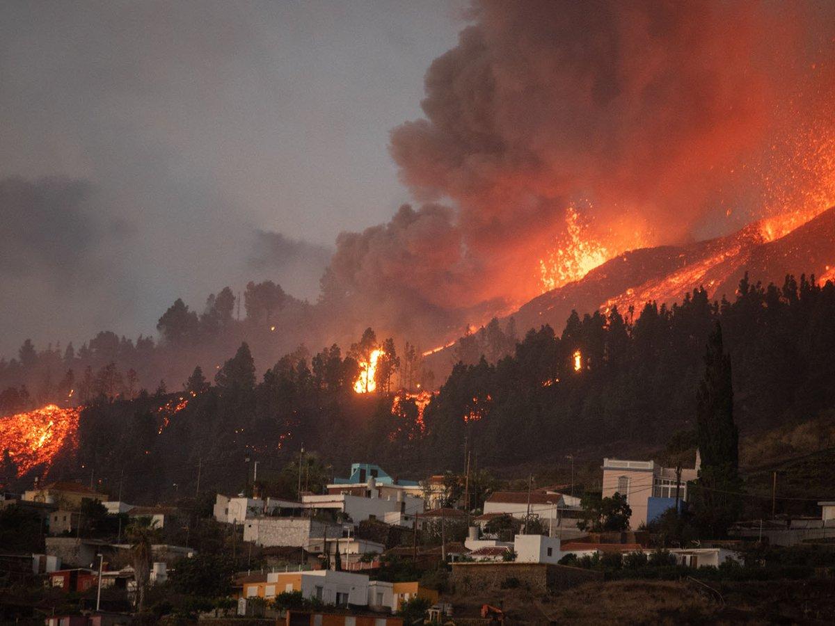 Reportan más de 100 viviendas destruidas por la erupción del volcán Cumbre Vieja de España