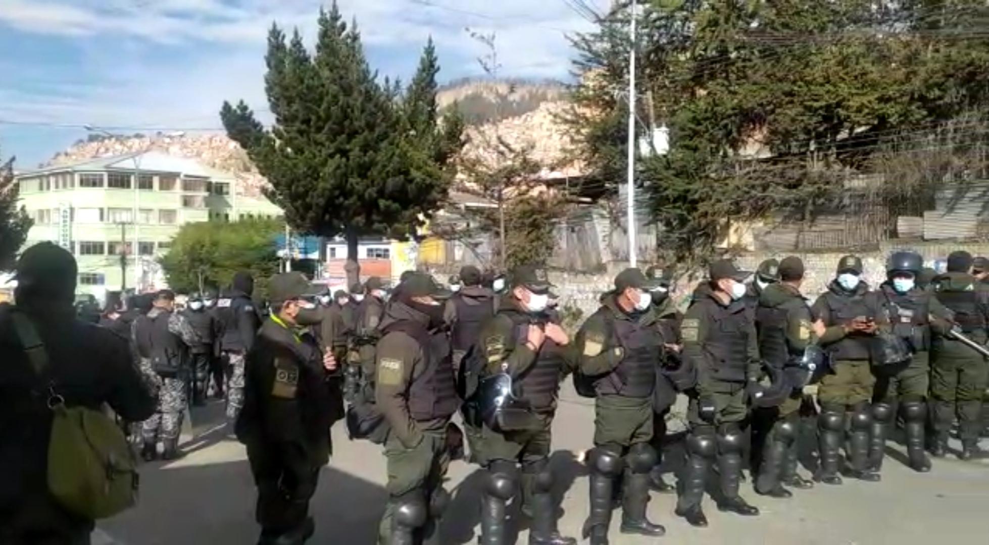 Policía despliega alrededor de 200 efectivos en inmediaciones de Adepcoca
