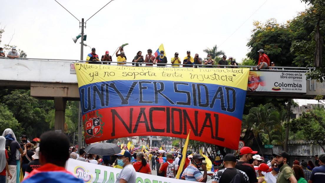 Colombianos se movilizan en contra de la reforma tributaria de Duque