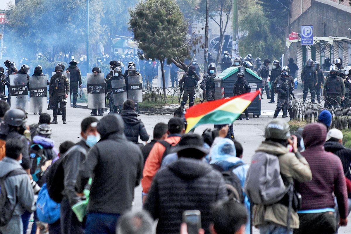 Policía descarta retirarse de Villa Fátima ante el riesgo de nuevos enfrentamientos