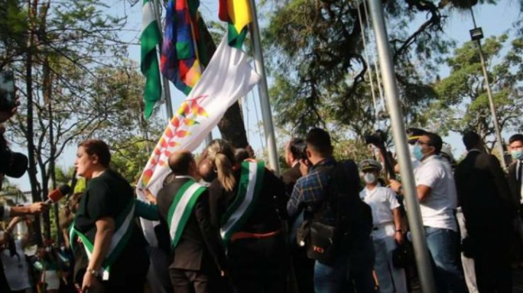 """Fiscalía admite denuncia contra Camacho por """"racismo y ultraje a símbolos patrios"""""""