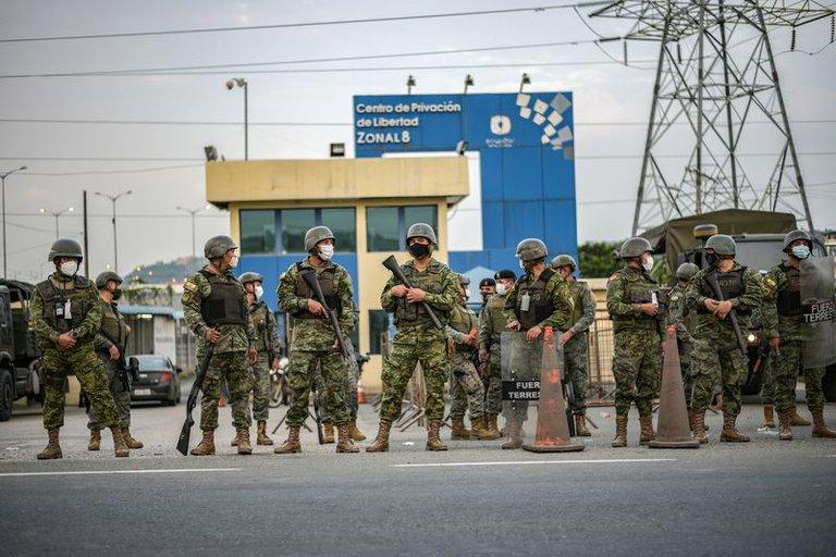 Guillermo Lasso declaró el estado de excepción en todas las cárceles de Ecuador tras el motín que dejó 116 muertos