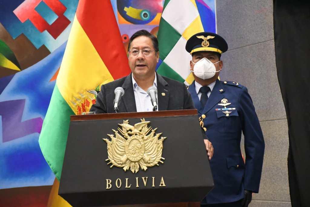 Arce promulga ley de devolución de aportes a las AFP