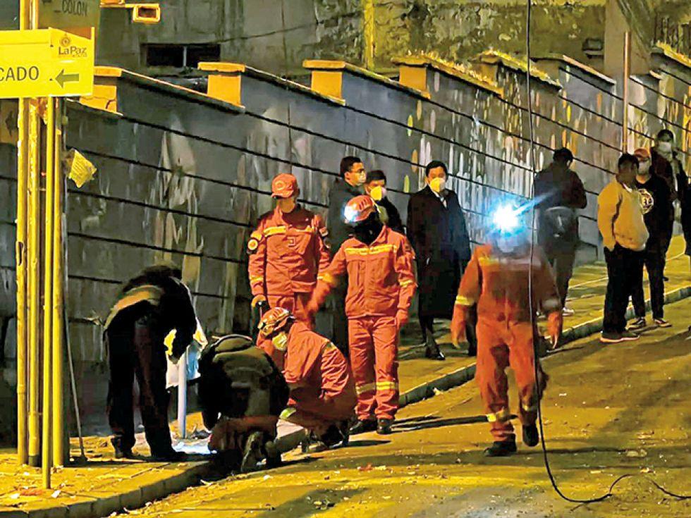 Explosivo de fabricación casera sería el causante de los destrozos en inmediaciones de la Alcaldía paceña