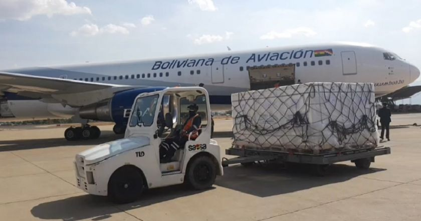 Un lote de 3,3 millones de dosis Sinopharm arribaron a Bolivia