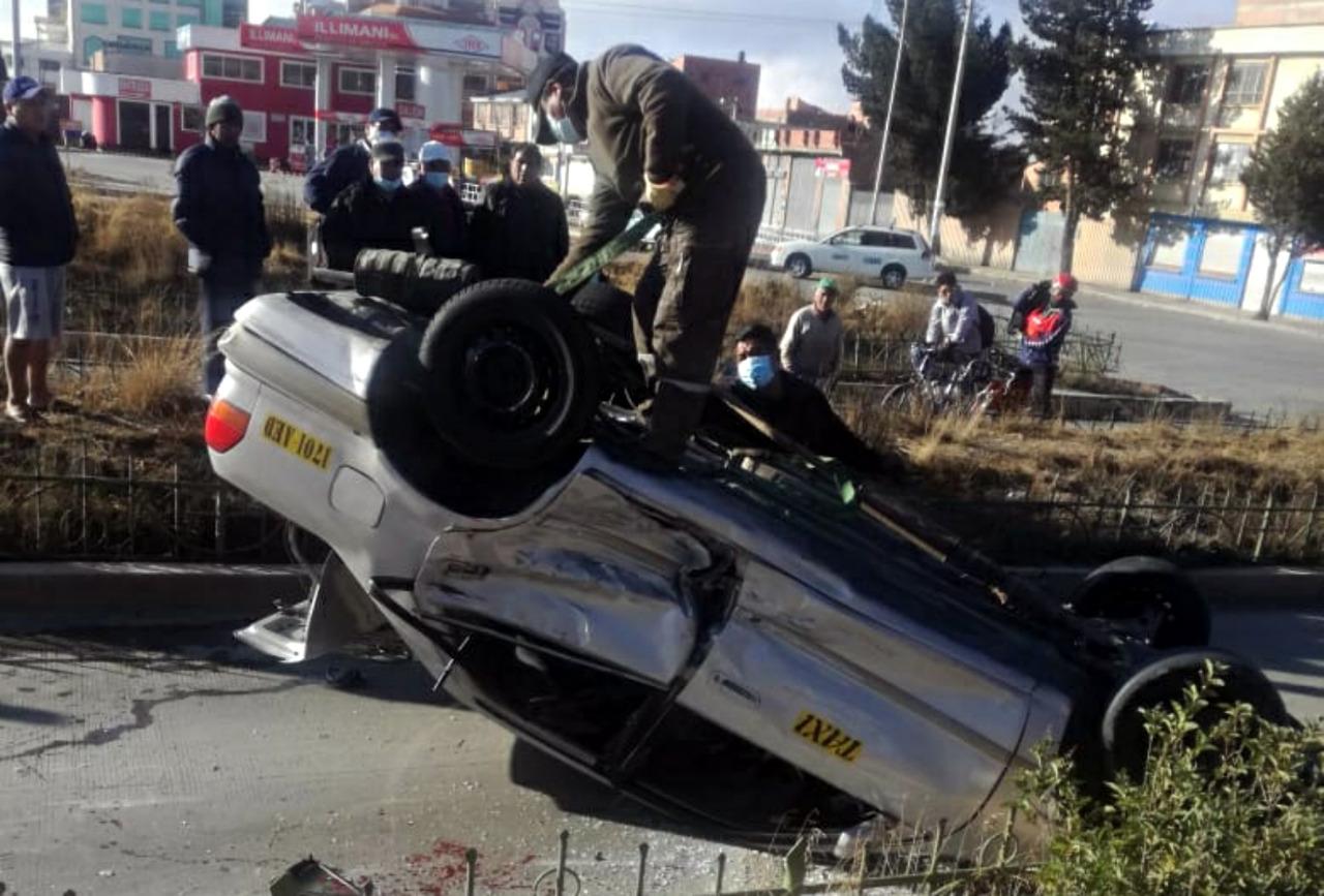 Accidente automovilístico en el Día del Peatón en El Alto deja tres heridos