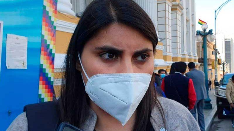 Andrea Barrientos presenta su renuncia a la jefatura de la bancada de CC