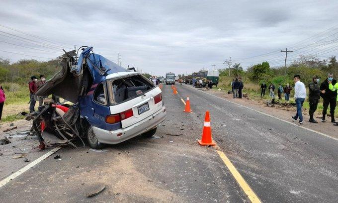 Accidente en Santa Cruz deja tres personas fallecidas y siete heridas