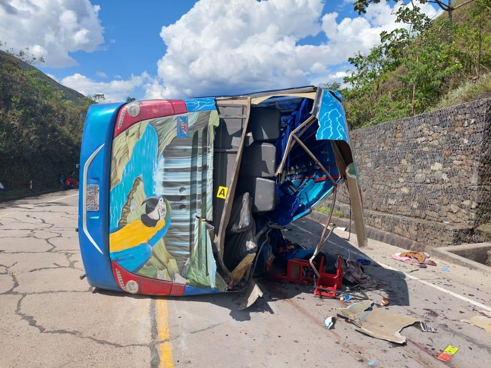Accidente de bus en la carretera La Paz – Yolosa deja 6 muertos y 37 heridos
