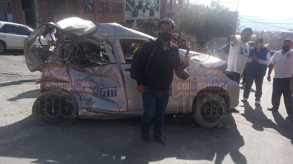 Micro colisiona contra seis vehículos y deja 15 heridos en Bajo Tacagua