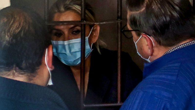 Añez denuncia que una persona que no conoce ingresó al penal, pero se impidió la entrada de Amparo Carvajal