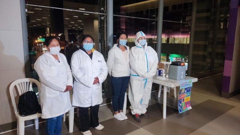 Ministerio de Salud habilita puntos nocturnos de vacunación en tres líneas del teleférico