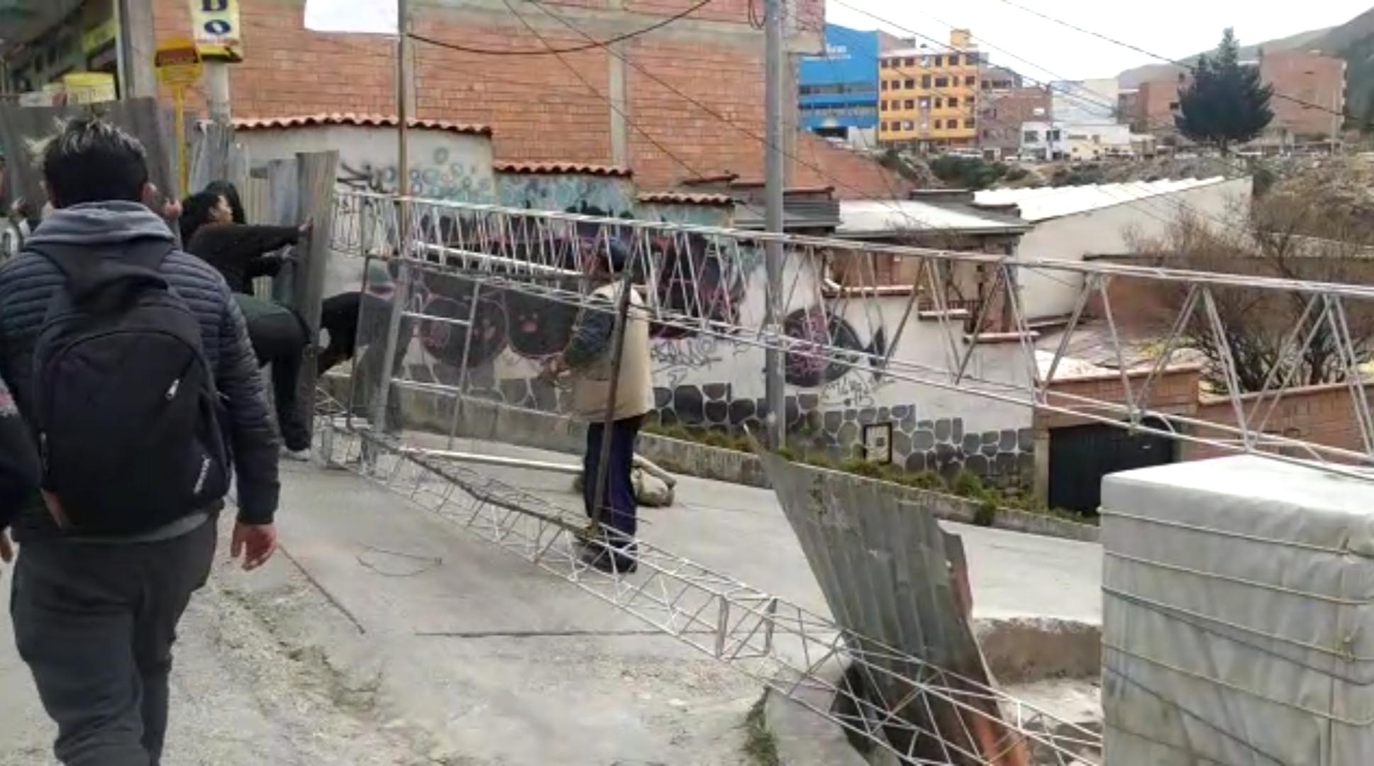 Vecinos arman barricadas en sus domicilios ante un posible enfrentamiento entre cocaleros y policías