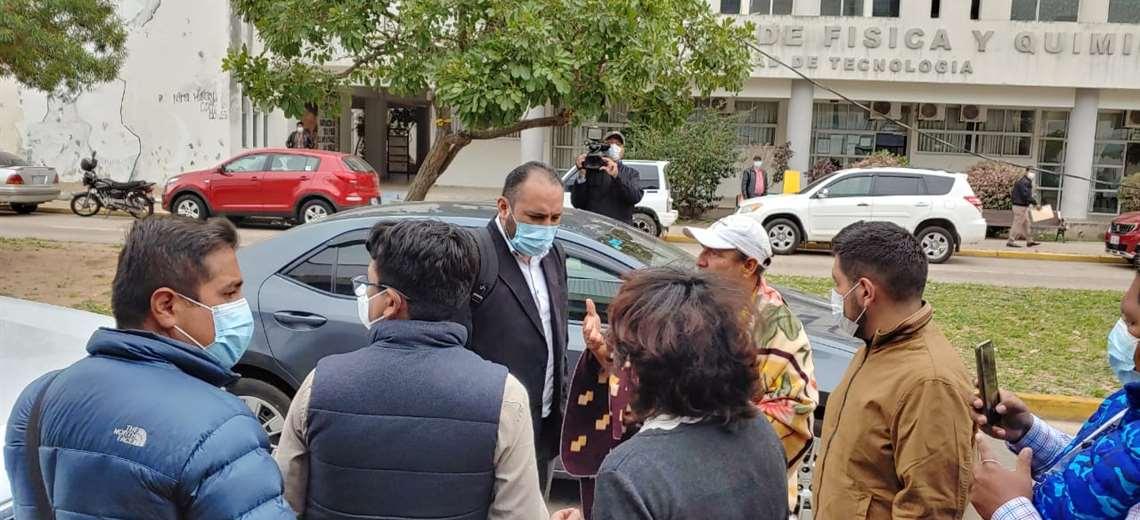 Integrantes de la marcha indígena expulsan al viceministro de Seguridad Ciudadana