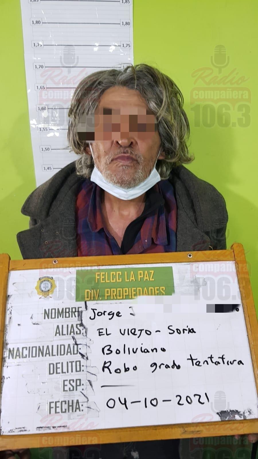 Arrestan a sujeto de la tercera edad por intentar robar una tienda