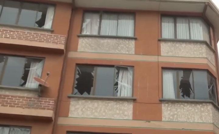 Una explosión provoca daños a un automóvil y un inmueble ubicados cerca de la sede de Adepcoca