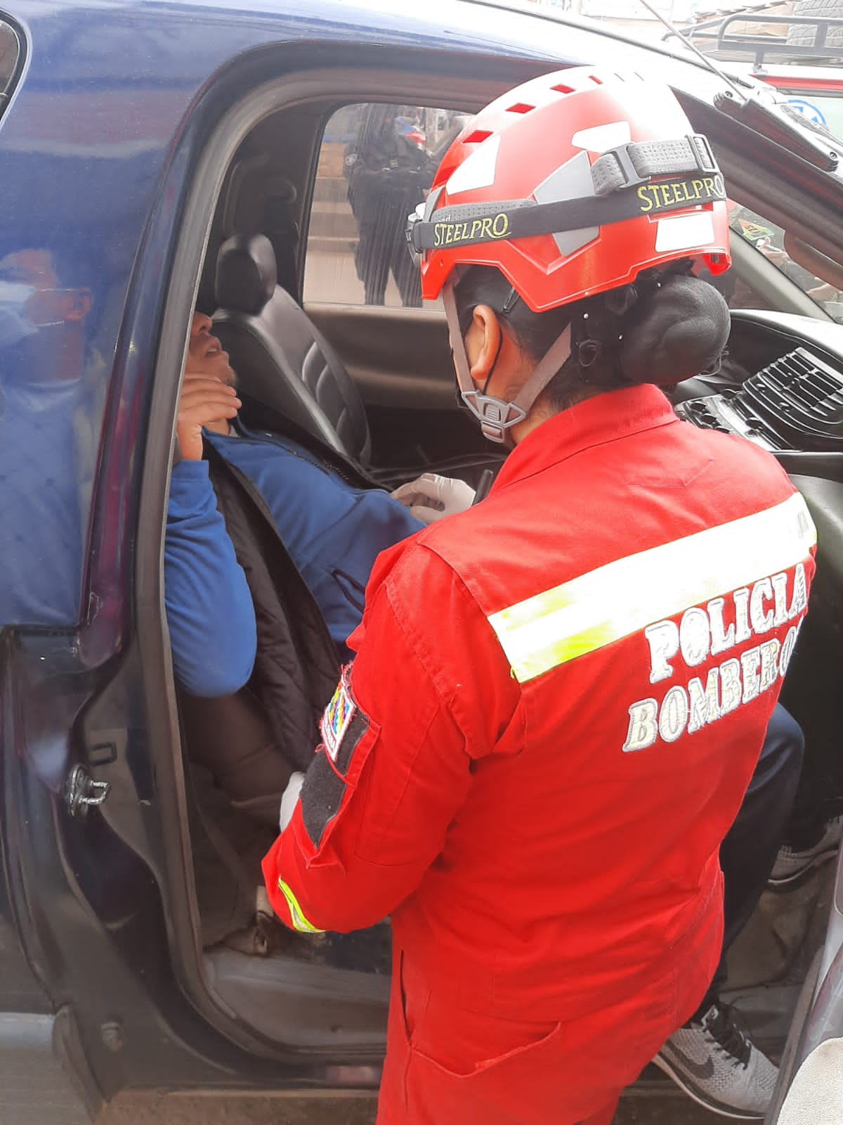 Antisociales usan ametralladora para robar 250.000 dólares a una importadora de vehículos en El Alto