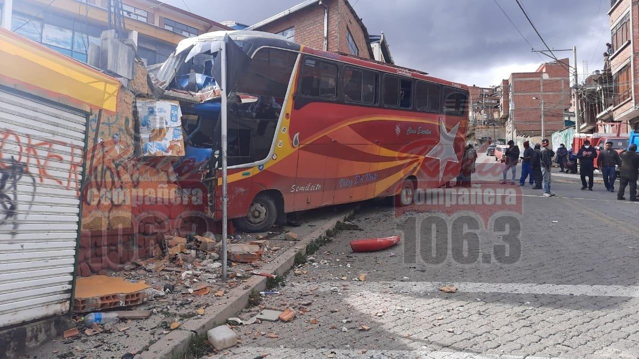 Accidente de un bus en Villa Fátima deja 4 personas heridas, entre estos dos niños