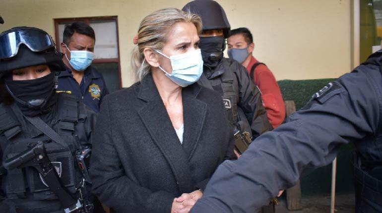 Carolina Ribera: 'Jeanine Añez es víctima de terrorismo, no terrorista'