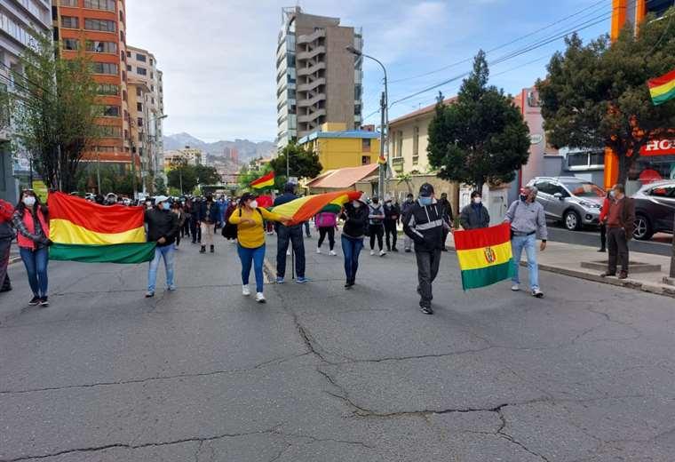 La Paz vivió el paro cívico con bloqueos esporádicos y una marcha masiva de gremiales